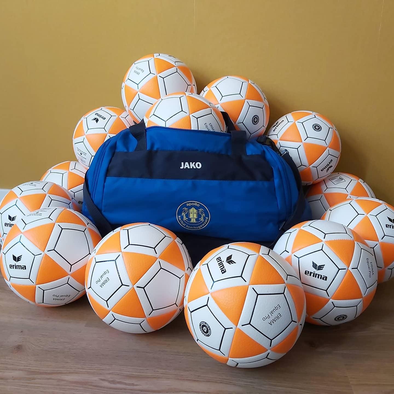 Dankzij onze gulle donateurs maar liefst 32 nieuwe ballen!